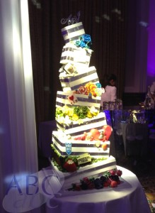 Modern tiered wedding cake